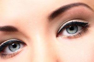 Cómo hacer una base para maquillaje de ojos casera