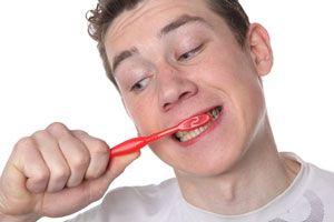 6 errores comunes al cepillarte los dientes