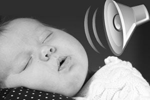 Cómo acostumbrar al bebé a dormir con ruido