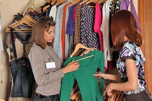 Consejos útiles para vender ropa. Cómo instertarte en el mercado de venta de ropa. Tips para vender ropa por catalogo, negocio u otro método