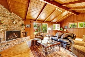 Ilustración de Cómo decorar una casa de madera