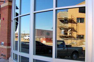 trucos para limpiar el aluminio de las ventanas
