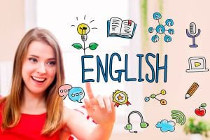 Collage de mujer joven jugando con letras para aprender inglés.