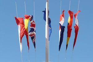Ilustración de Cómo colocar las banderas en un evento