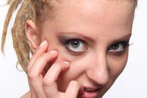Ilustración de Cremas Caseras para las Arrugas de los Ojos