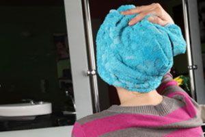 Tips para hacer claritos, mechas o reflejos en casa. Cómo teñirte el pelo para hacer claritos o reflejos. Métodos para hacerte reflejos en el cabello