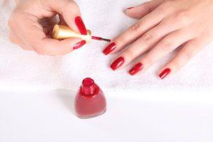 Cómo dar brillo extra a las uñas