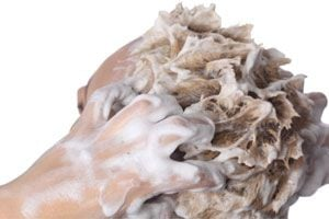 Cómo lavar el cabello con rulos