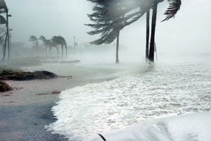 Cómo proteger la casa durante un tornado
