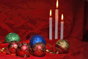 Ilustración de Ideas para decorar con velas en Navidad