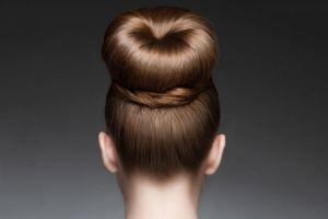 Ilustración de Cómo hacer un Peinado con Moño Donut