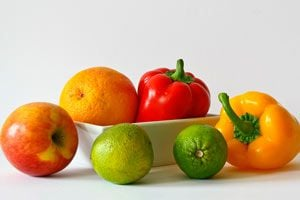 Ilustración de 10 Alimentos que no Deben Faltar en tu Dieta