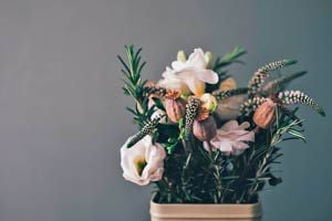 Ilustración de Tips para Mejorar los Adornos Florales