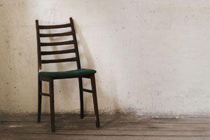 Técnica para restaurar sillas viejas. Cómo remodelar sillas en desuso. Idea para restaurar una silla deteriorada