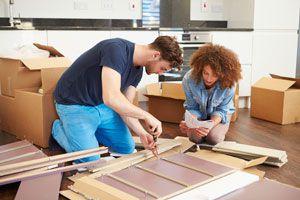 Guía para crear muebles de cartón prensado. Cómo reutilizar el cartón y hacer muebles. Pasos para hacer muebles con cartón reciclado.