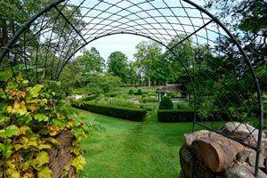 Guía para dividir el jardín en secciones. Cómo distribuir los espacios en el jardín. Consejos para dividir espacios en el jardín.