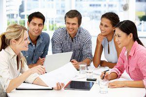 Claves para hacer reuniones de trabajo más productivas. Cómo crear reuniones laborales exitosas. Evita perder el tiempo en reuniones de trabajo