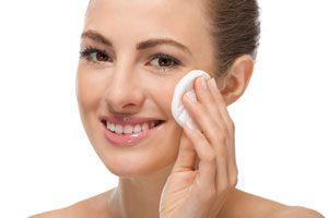 Removedor de maquillaje casero y natural. Cómo hacer un desmaquillante casero. Ingredientes para preparar un removedor de maquillaje en casa