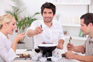 Cómo Mantener la Comida Caliente en la Mesa