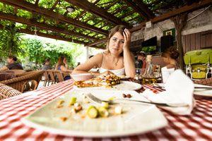 Por que no debes comer bocaditos en la sobremesa? Peligros asociados con las comidas de sobremesa. Evita comer durante la sobremesa