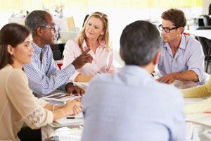 Claves para persuadir a tu equipo de trabajo. Cómo persuadir a un grupo de trabajo. Tips para hacer que el equipo de trabajo haga lo que tú quieras