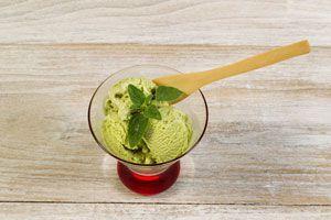Cómo preparar helado de té verde. Ingredientes para hacer helado casero de té verde. Receta de helado de té casero