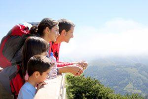 Consejos para hacer un viaje a la montaña. Tips útiles para tus vacaciones en la montaña. Razones para disfrutar de un viaje en familia a la montaña