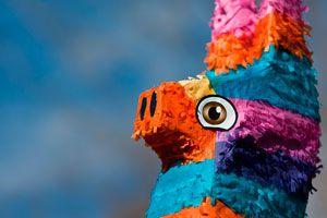 Pasos para hacer una piñata de papel para un cumpleaños. Guía para fabricar una piñata de papel. Haz tu propia piñata de papel casera