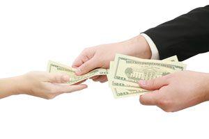 Cómo Prestar Dinero a la Familia o Amigos