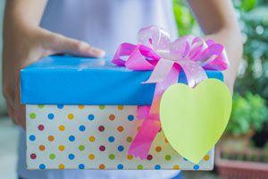 Ideas para regalar a un viajero. Cómo hacer un regalo a un amante de los viajes. Tips para regalar a un amigo viajero