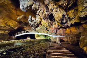 Destinos para visitar cuevas y cavernas. Los mejores lugares para hacer turismo de cuevas. Qué es el turismo de cuevas. Cómo recorrer cuevas