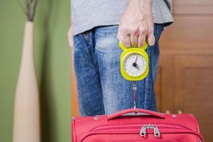 Consejos para hacer más liviana la maleta. Cómo reducir el peso del equipaje. Consejos para reducir el peso de la maleta antes de viajar