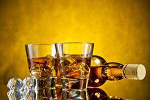 Ingredientes y preparación del whisky casero. Cómo hacer whisky en casa. Cómo preparar tu propio whisky. Preparación del whisky casero