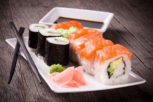Consejos para comer sushi de acuerdo a la tradición. Cómo comer sushi siguiendo la tradición orienta. el modo correcto de comer sushi