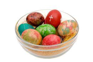 Técnica para teñir huevos con seda para Pascuas. Cómo decorar huevos para pascuas con seda. Método para colorear huevos con seda
