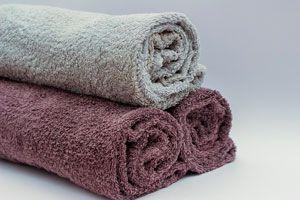 Cómo reutilizar las toallas viejas. 2 ideas para aprovechar las toallas viejas en moquetas. Cómo hacer moquetas reutilizando toallas viejas