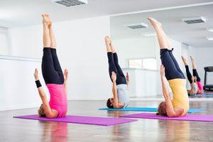 Ilustración de Posturas de Yoga para la Primavera