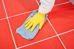Truco para limpiar las juntas del piso. Cómo limpiar la juntas de cerámicos y azulejos. Limpiar las juntas de los azulejos con bicarbonato