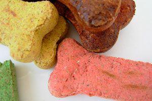 Cómo preparar bocadillos saludables para mascotas. Bocadillos caseros para perros. bocadillos caseros para gatos. Bocadillos orgánicos para mascotas