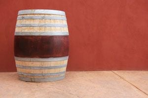 Ilustración de Cómo Teñir Madera con Vino