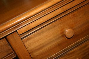 Cómo conocer el estado de un mueble usado