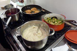 Ilustración de Consejos para ahorrar el cocinar para muchas personas