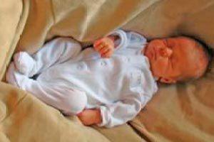 Cuáles son los progresos que presenta un bebé de 2 meses, las vacunas que deben colocarse y su alimentación.