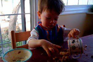¿Cómo debemos actuar cuando el niño quiere hacer las cosas sólo?