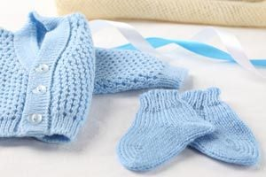 Consejos para elegir la ropa adecuada para vestir al bebé