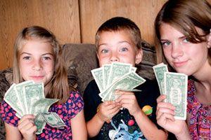 Los niños y el dinero: Cómo y cuándo darles para que hagan sus ahorros y compras
