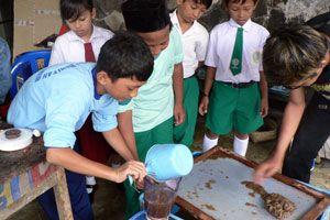 Cómo enseñarle a los niños a reciclar papel