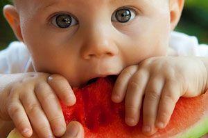 Comer con las manos, un gran aprendizaje para el bebé