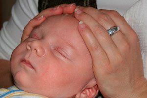 Ilustración de El por qué de la caída del cabello en los bebés
