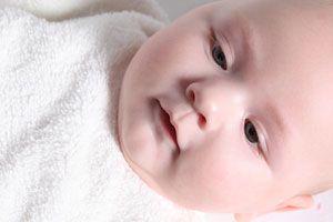 Ilustración de Cómo se produce la conjuntivitis en recién nacidos: Síntomas y tratamiento